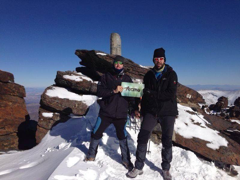 Clínica Tecma supervisa la salud de dos alpinistas que ascienden al Mulhacén, el pico más alto de la península