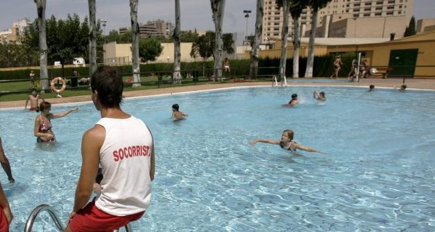 Vigilancia de los niños en la piscina